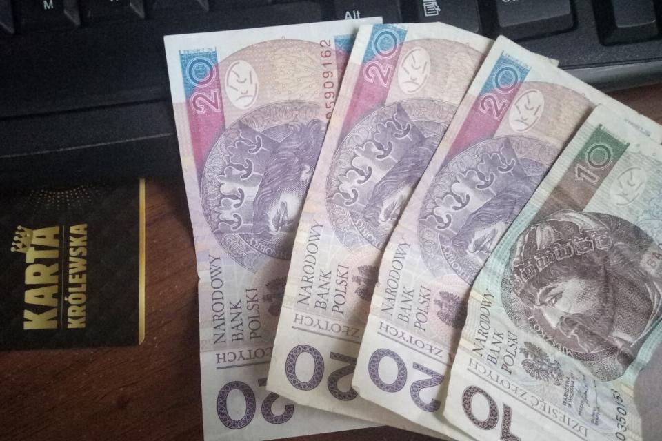 Чому краще платити за житло в Польщі самому
